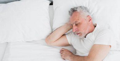 Ancianos en cama y ulcera
